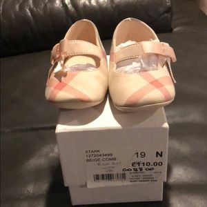 Burberry baby shoes brand new